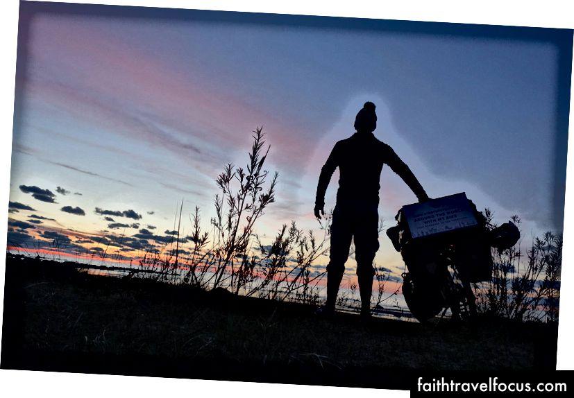 1 năm sau khi tôi rời Pháp với mọi thứ được đóng gói trên một chiếc xe đạp, ở đâu đó giữa Estonia và Latvia.