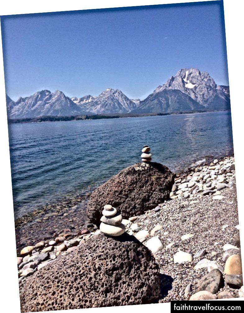 Một cái nhìn của núi Moran từ hồ Jackson. Ảnh của tác giả