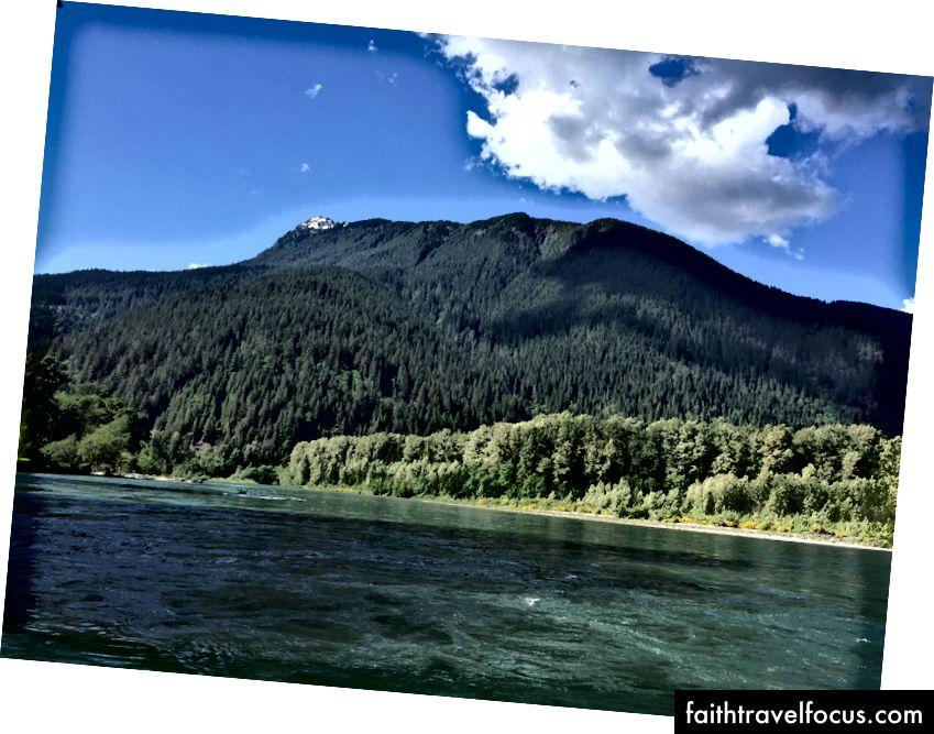 Quang cảnh sông Skagit từ nhà tôi. Ảnh của tác giả