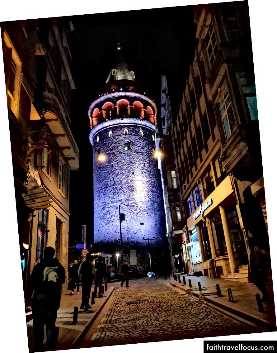 Tháp Galata; Giờ làm việc: 9:00 AM đến 8 30 PM; Giá: 25 TL; Ga gần nhất: Karakoy