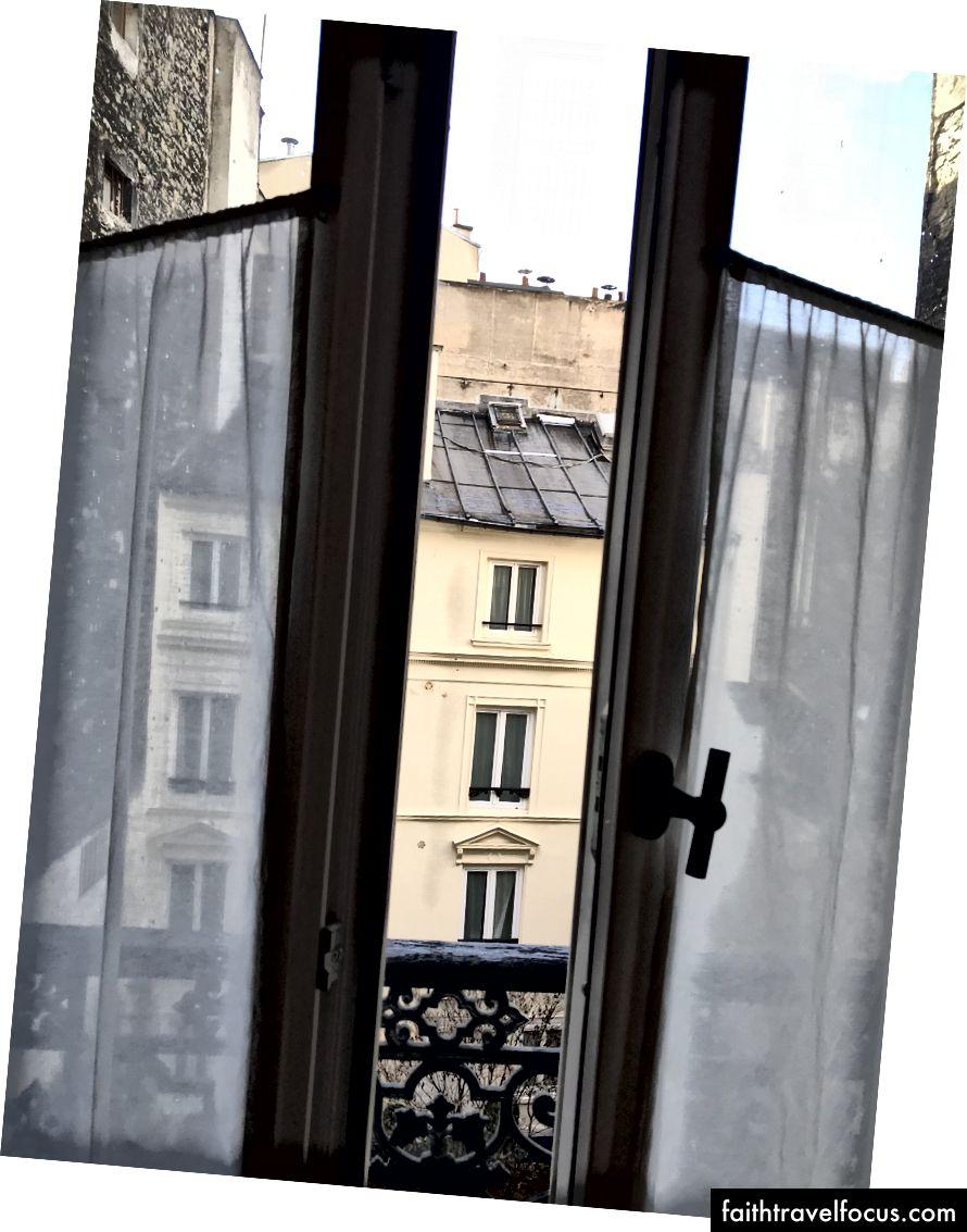 Một cái nhìn thực tế từ một phòng khách sạn giá cả phải chăng thực sự.