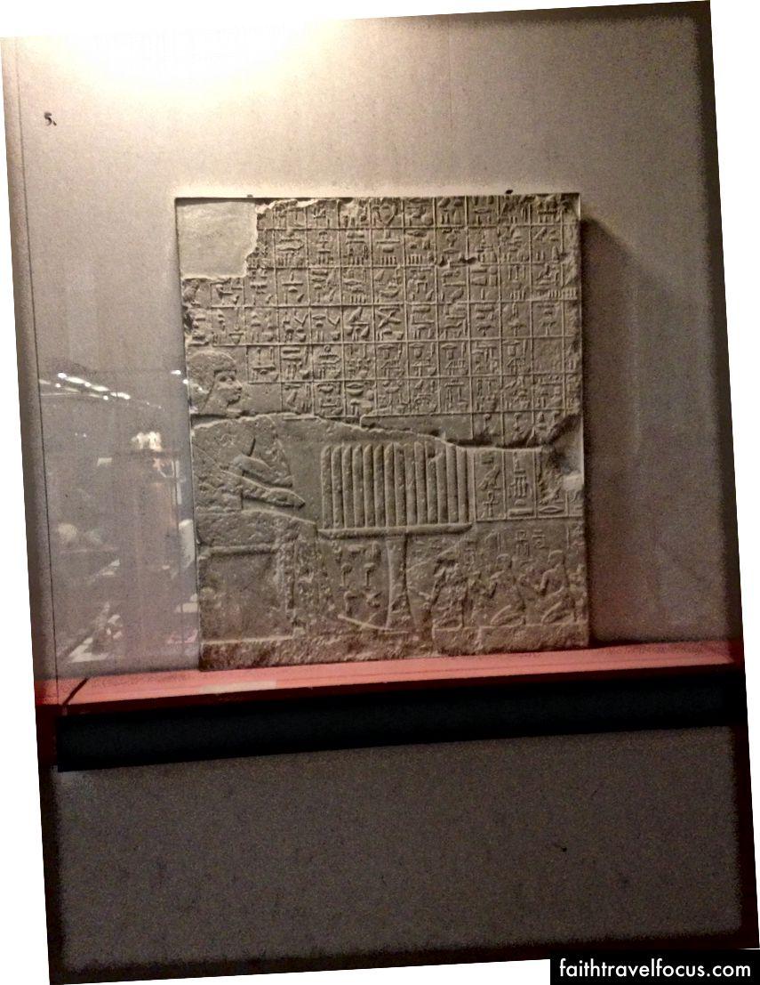 Mısır döneminde bir restoranda bir menü