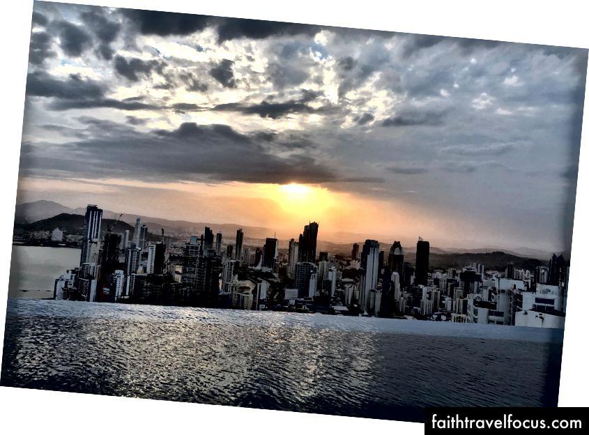 Khách sạn Trump, thành phố Panama nhìn từ tầng 66