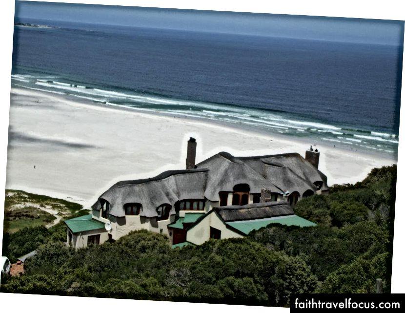 Cape Town Noordhoek Plajı'ndaki Saz Evi
