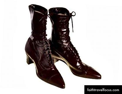 hình ảnh từ Quần áo cổ điển tốt nhất (không liên kết với các tác giả) | Esther, tôi tin rằng bạn đã đánh rơi đôi giày của bạn.