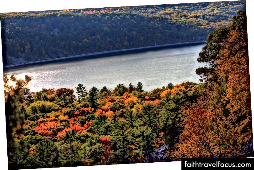 Hồ Devil Devil, WI. Đây là khoảng 1,5 giờ từ quê hương của tôi. Nhìn vào tất cả những cái cây đó!