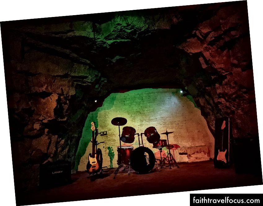 Rolling Stones, Led Zepplin ve David Bowie gibi rock efsaneleri Chislehurst Mağaraları'nda bir kez oynadı.