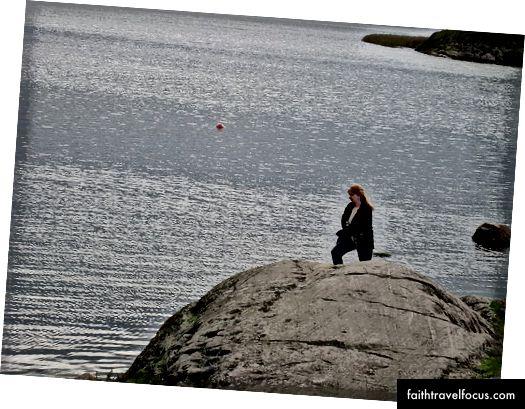 Yazar, evi ziyaret ettikten hemen sonra, yakındaki plajda