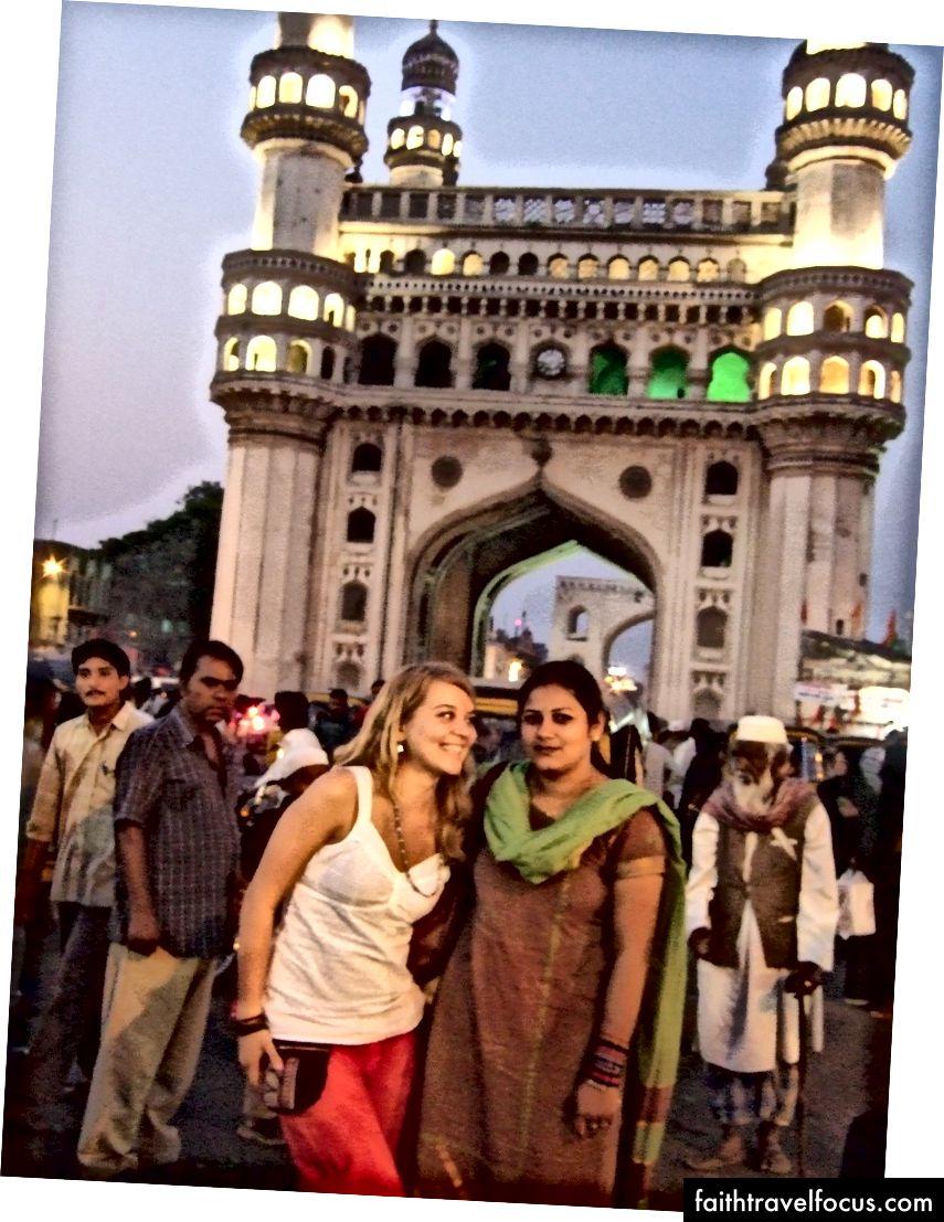 Tham quan Char Minar với những người bạn đồng hành