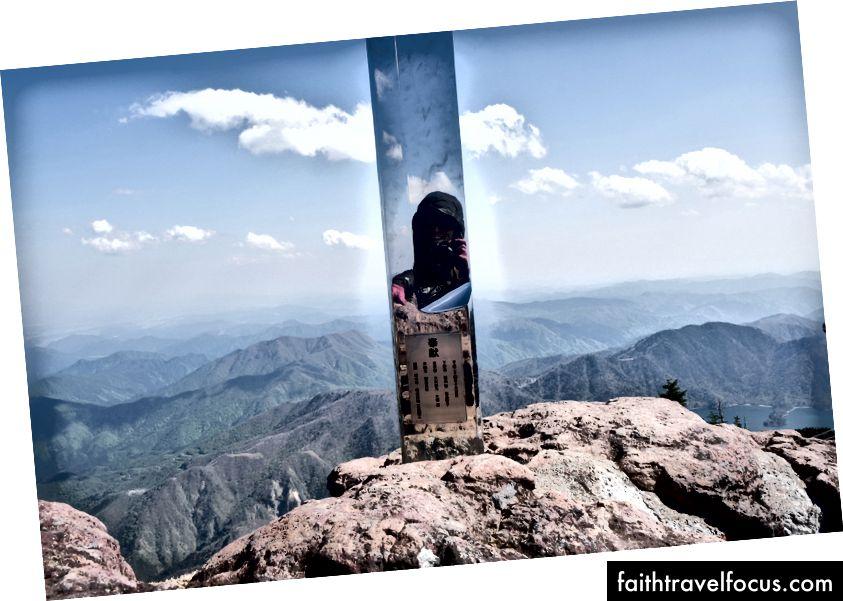 Đi bộ đường dài Nam Thông. Điều đó khiến tôi phản ánh trong một tác phẩm điêu khắc thanh kiếm khổng lồ.