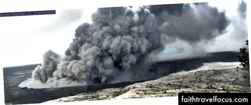 Bu görüntü, Hawaii Volkan Gözlemevi'ndeki gözetleme kulesine monte edilmiş bir araştırma kamerasından alınmıştır. Kamera web kamerasından 1,9 km (Halemaʻumaʻu) aktif havalandırmasına doğru SSE arıyor. (USGS / HVO / Kīlauea Caldera, HVO Gözetleme Kulesinden)