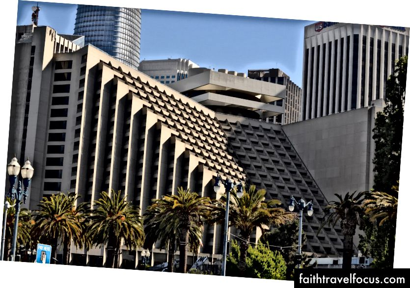 Hyatt Regency San Francisco, вид з ембаркадеро