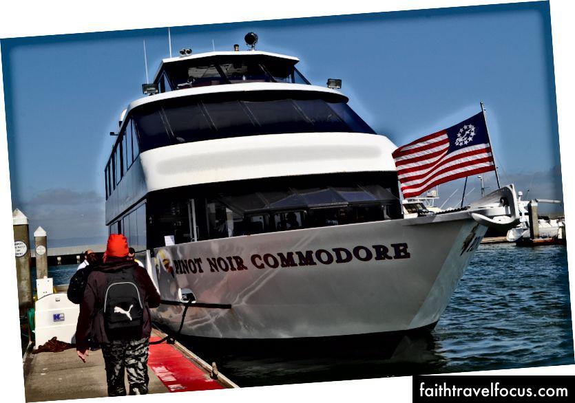 Du thuyền của chúng tôi, nó trông rất đẹp