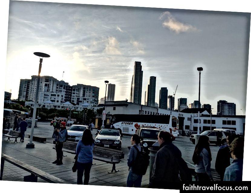 Зліва направо: горизонт Сан-Франциско, як видно з яхти, Золоті ворота, горизонт Сан-Франциско після виходу з яхти