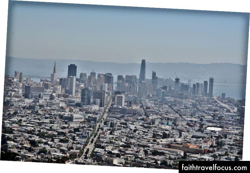 Хмарочоси Сан-Франциско, як видно з північної вершини Twin Peaks