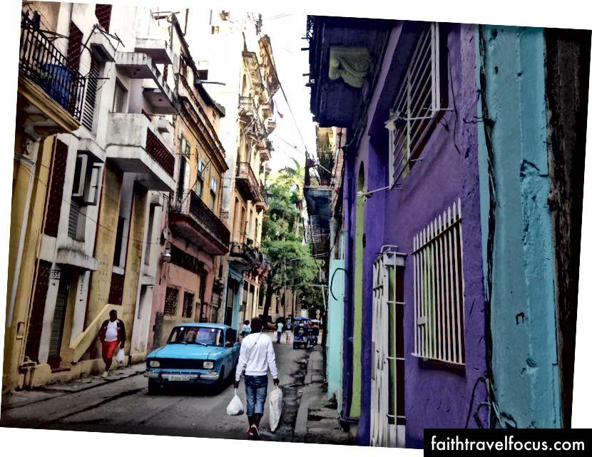 Buổi sáng ở Habana Vieja.