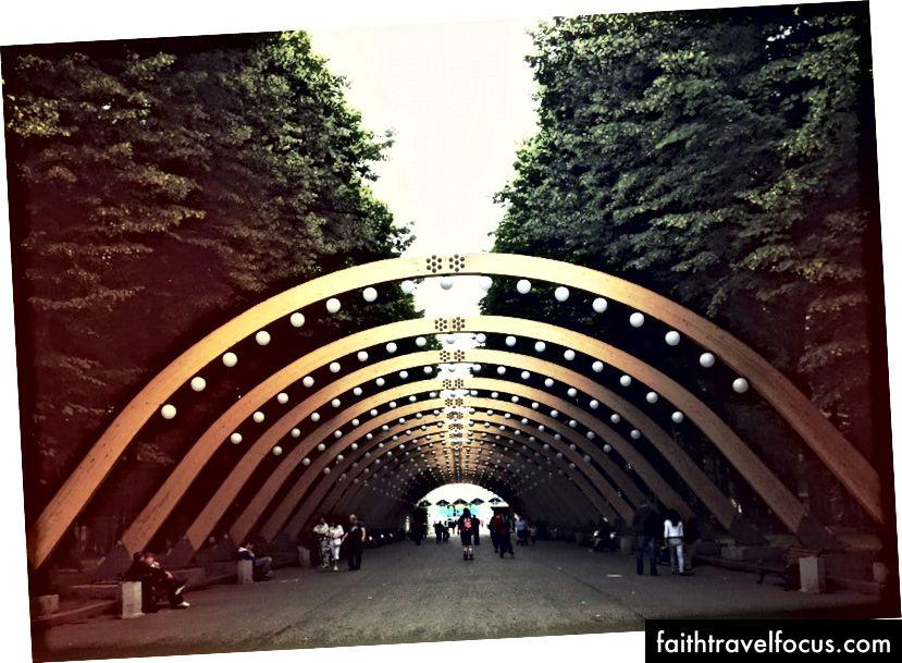 Công viên Gorky, Sokolniki và Zaryadye mới khai trương chỉ là một số công viên yêu thích của Alex hay ở Moscow.