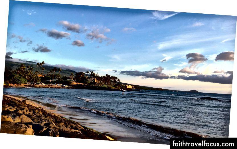 Bãi biển ở Kihei, Maui. Ảnh của tác giả.