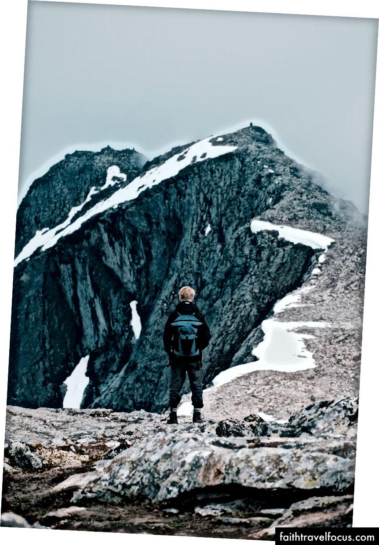 Chúng tôi quyết định đi một đoạn ngắn trên đường đi bộ và leo lên một số Blånebba, một đỉnh cao 1320m.