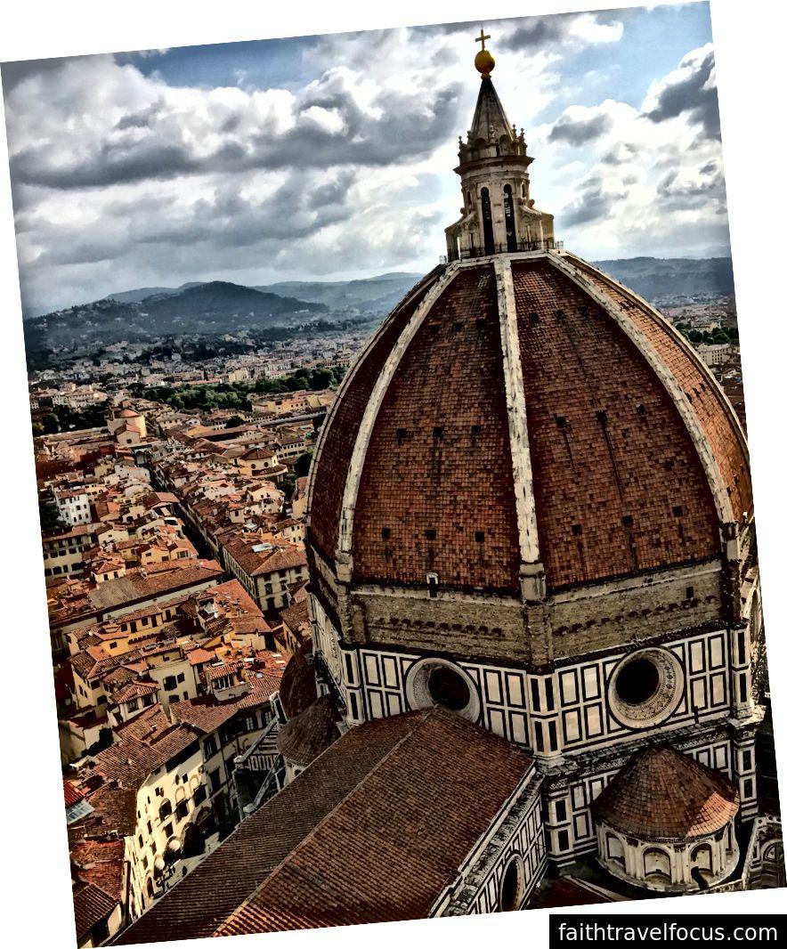 Duomo của Nhà thờ Santa Maria del Fiore khi nhìn từ Giotto tại Tháp chuông ở Florence. | Ảnh: K. Yung