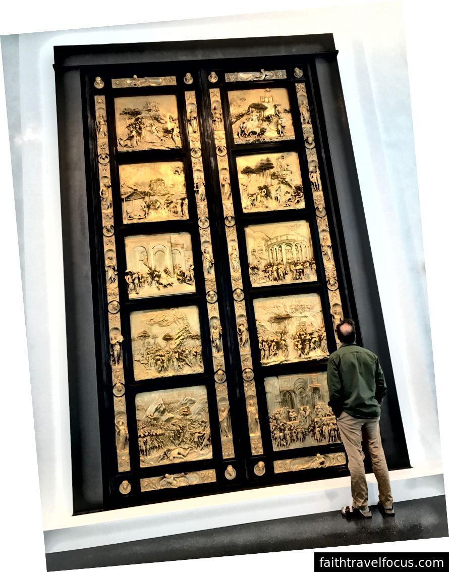 Một bản sao của Ghiberti xông Gates Gates of Paradise gần đây đã được thêm vào bộ sưu tập cố định của Bảo tàng Nghệ thuật Nelson-Atkins ở Thành phố Kansas, Mo. | Các cổng ban đầu là trong nhà rửa tội của Thánh John tại Duomo ở Florence. Lorenza Ghiberti, một thợ kim hoàn và nhà điêu khắc, đã tạo ra các cổng từ 1425 trừ1452. | Ảnh: K. Yung