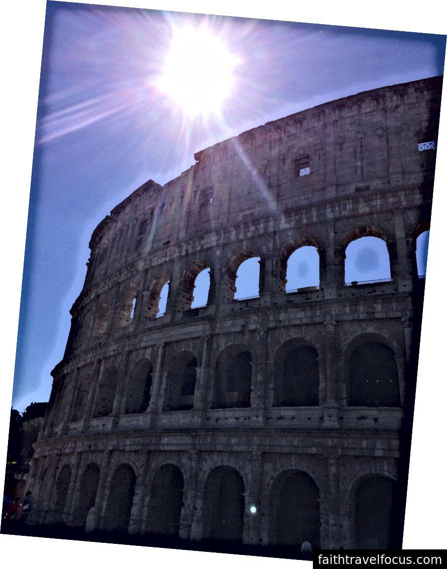 Đấu trường La Mã và ánh nắng mặt trời Địa Trung Hải