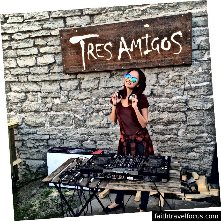Nhà tiếp thị người Singapore Nicole Tan đã học được nhiều điều mới ở Estonia và thậm chí còn có cơ hội thử sức với công việc mơ ước của mình - DJ! Ảnh tín dụng: Nicole Tan.