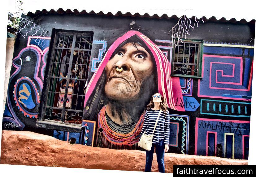 Đi lang thang trong tìm kiếm của nghệ thuật đường phố mát mẻ. Hầu hết các thành phố có nó. Họ có thể không phải là người ăn ảnh như con hẻm này ở Bogota, nhưng các nghệ sĩ địa phương tài năng ở khắp mọi nơi. (Ảnh của mẹ tôi)