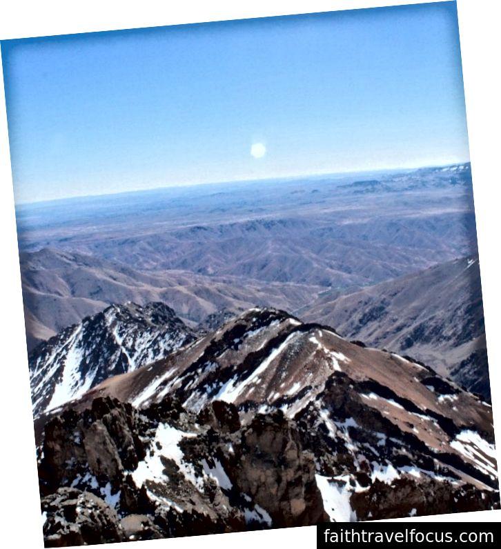 Gần đỉnh núi Toubkal