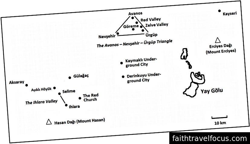 Các tính năng chính trong Cappadocia. Khách du lịch thường xuyên đến tam giác Avanos-Nevşehir-Ürgüp quanh Göreme, Thung lũng Ihlara và các thành phố ngầm Derinkuyu và Kaymakli ở giữa.
