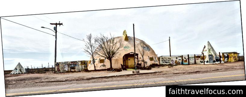 Meteor Thành phố Trading Post, Route 66, mười lăm dặm về phía đông của Winslow, AZ, 2018/04/11