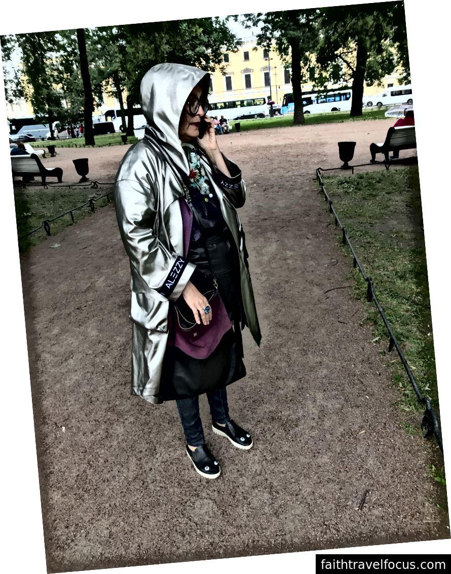 Vlada gặp tôi cho một tour du lịch thời trang của bảo tàng nghệ thuật.