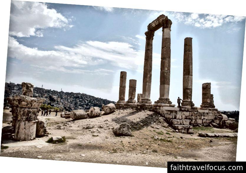Những tàn tích của Đền Hercules, xuất hiện từ thế kỷ thứ hai, A.D.