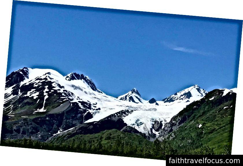 Worthington Buzulu. Ziyaretimizden bir gün sonra, 10 inçlik bir kaya parçası buzuldan düştü ve beş yaşındaki bir çocuğa çarptı, onu öldürdü ve yine Alaska doğasının ne kadar vahşi olabileceğini kanıtladı. Fotoğraf: Nancy Peckenham