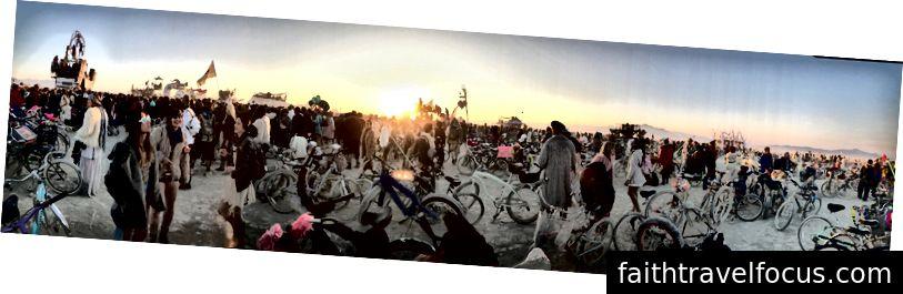Mặt trời mọc của người và xe đạp