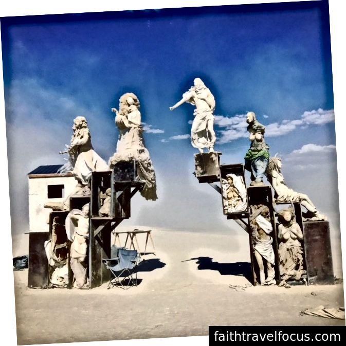 Một trong nhiều tác phẩm nghệ thuật sắp đặt đẹp mắt tại Burning Man, 2017.