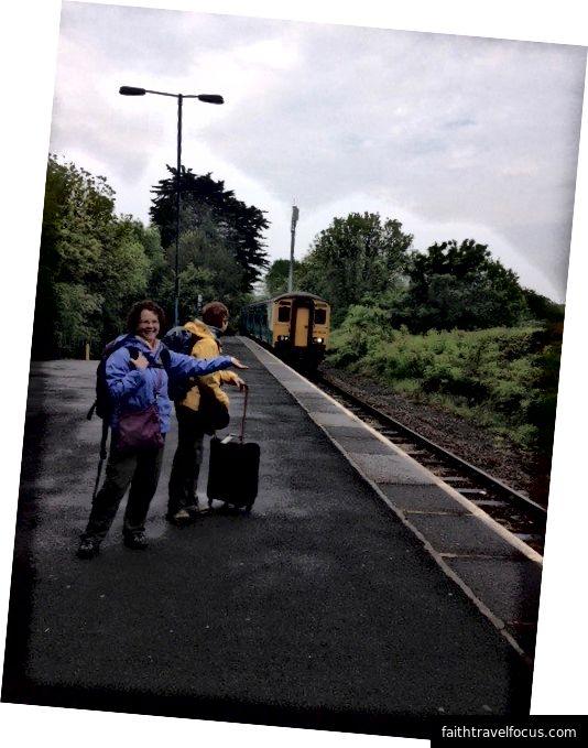 Saundersfoot, Galler konumundaki bir tren selamlıyor