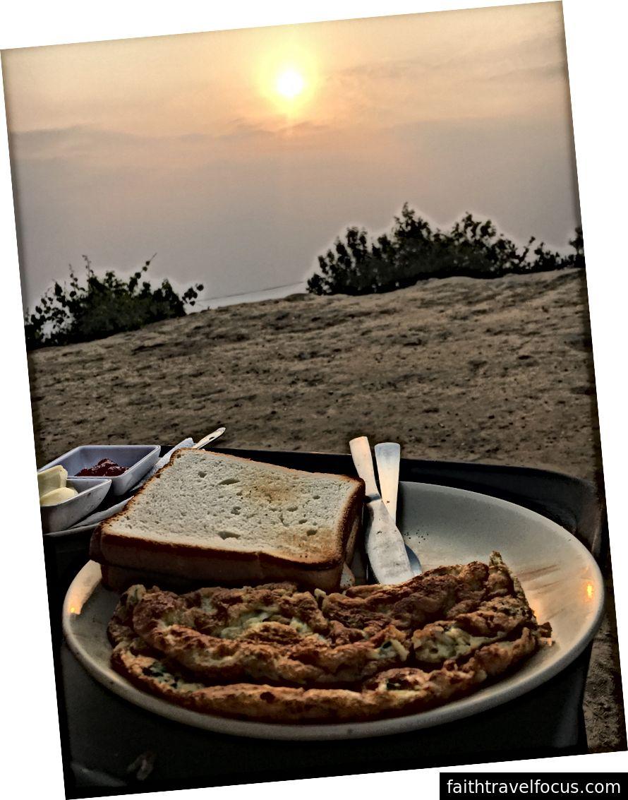 Ăn sáng trong khi xem mặt trời mọc đăng một chuyến đi solo 12km.