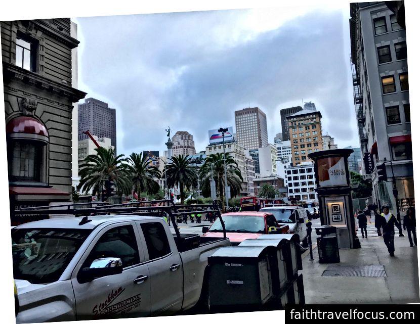 Bên ngoài khách sạn của chúng tôi ở San Francisco
