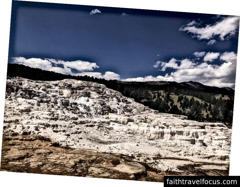 Sıcak suların durduğu yerde; Minerva Terrace; Mamut Kaplıcaları Yellowstone