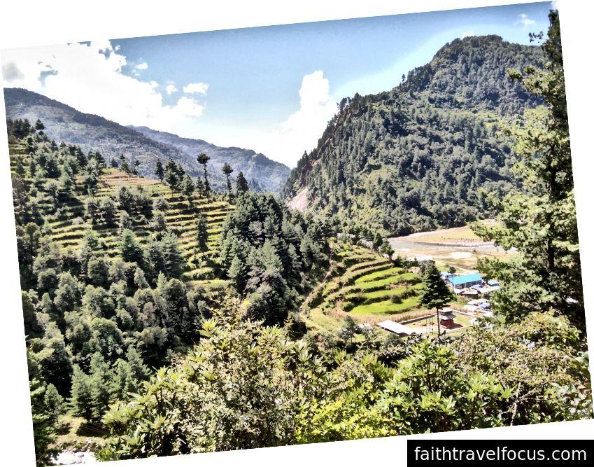 Khi được hỏi 'Tại sao tôi lại rất hạnh phúc khi đi bộ qua Nepal xinh đẹp (Ảnh tín dụng: Sarah Healy)