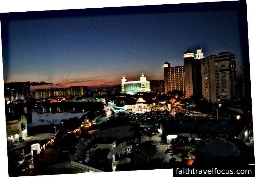 Cancún đã phát triển trở thành một thành phố thế giới thứ nhất với các dịch vụ thế giới thứ ba chỉ là một vài dặm.
