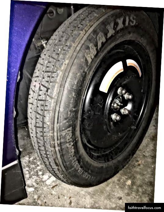Yedek lastik Fotoğraf arabam garajımdayken çekildi, bu yüzden bu hikayeye ekleyecek bir fotoğrafım olacaktı.