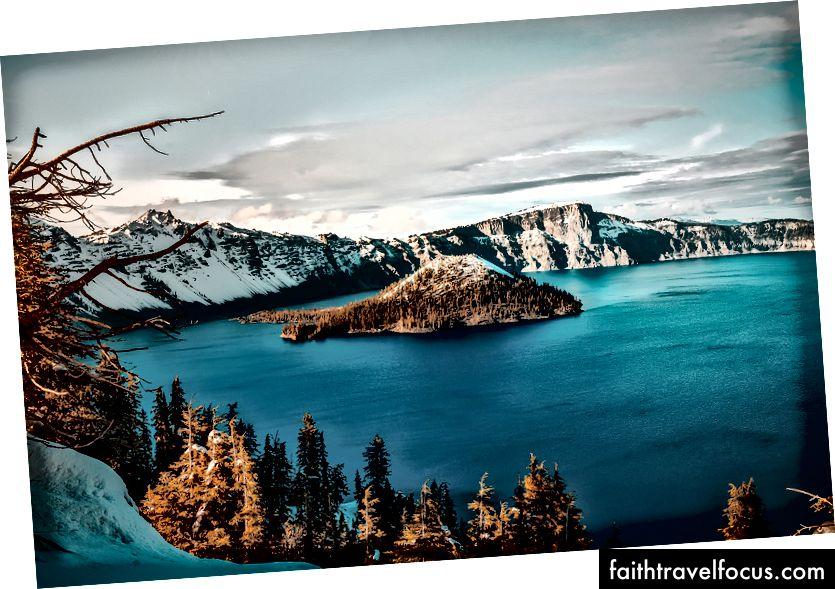 Озеро Кратера - живиться дощем і снігом, це найглибше озеро в США і одне з найчистіших на землі. Зображення: Pixabay