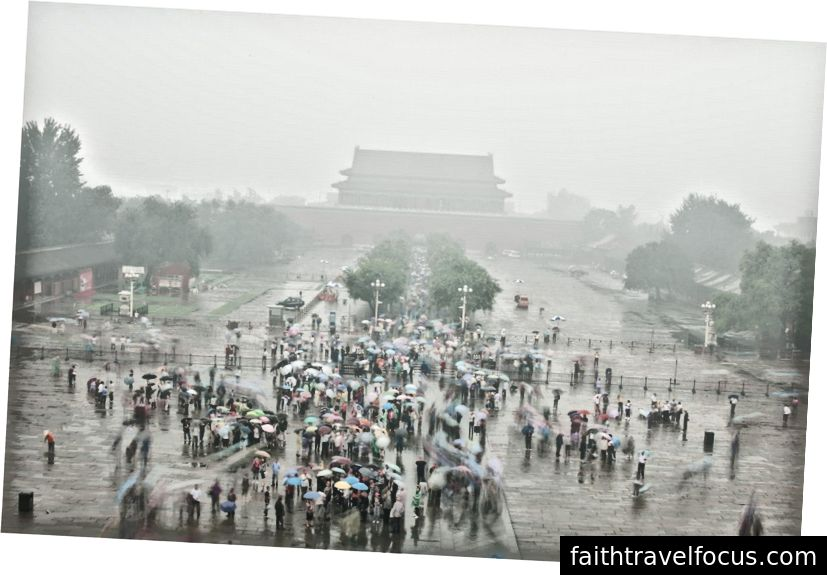 Bắc Kinh vào một buổi sáng sương mù ẩm ướt.