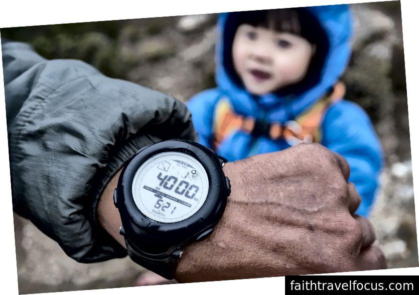4000m cho biết đồng hồ đo độ cao.