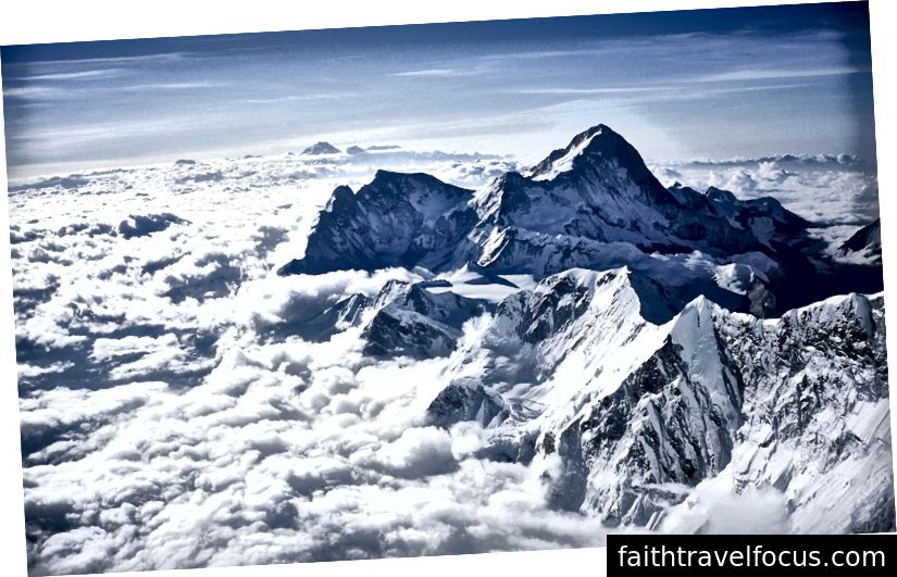 Nhìn từ đỉnh Everest. Ngày 2 tháng 6 năm 2005.
