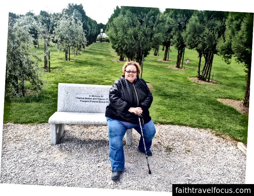 Sevgili İrlandalı Lass, eşi Kathy, 9/11 Memorial Grove'da - Cork'ta şoför ve arkadaşım Trevor'ın bize getirdiği muhteşem bir yer