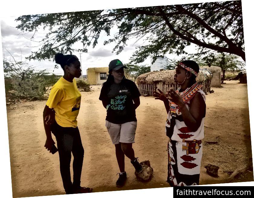 Roselyn дає нам 411 з історії та способу життя в селі Umoja