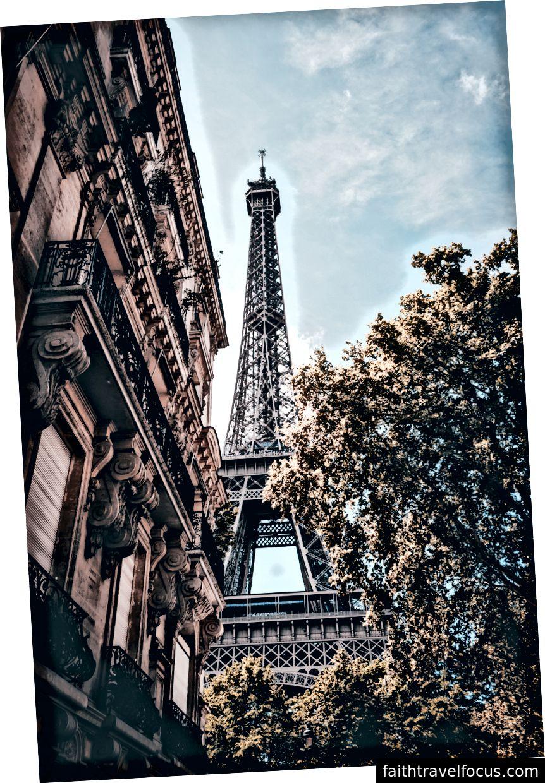 Tháp Eiffel dưới bầu trời xanh của Alwin Kroon trên Bapt
